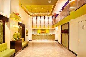 Hotel @Times Square lobby_horiz_0012_T