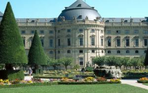 BG_Wuerzburg_Residenz_und_Hofgarten_Color