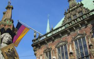 Town Hall and Roland Statue_in_Bremen_Color